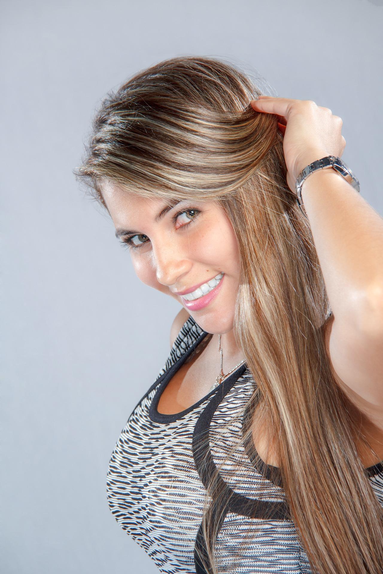 """Jak naprawić zniszczone włosy po lecie – akcja """"regeneracja"""" w 6 krokach"""